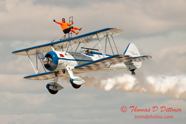 1025 - Wingwalker Tony Kazian and Dave Dacy perform at Wings over Waukegan 2012
