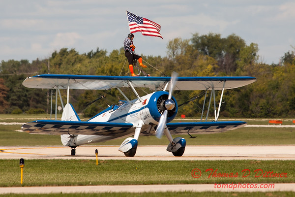 1064 - Wingwalker Tony Kazian and Dave Dacy perform at Wings over Waukegan 2012