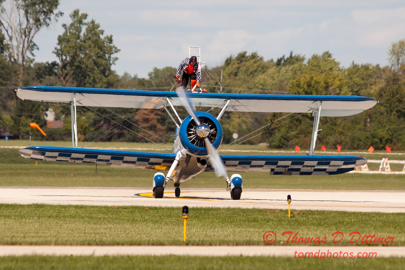 1060 - Wingwalker Tony Kazian and Dave Dacy perform at Wings over Waukegan 2012