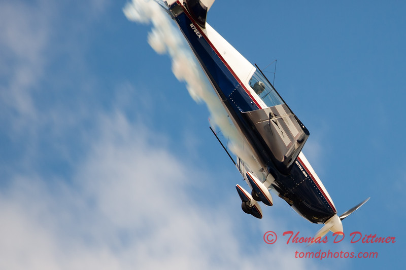 563 - Michael Vaknin in his Extra 300 perform at Wings over Waukegan 2012