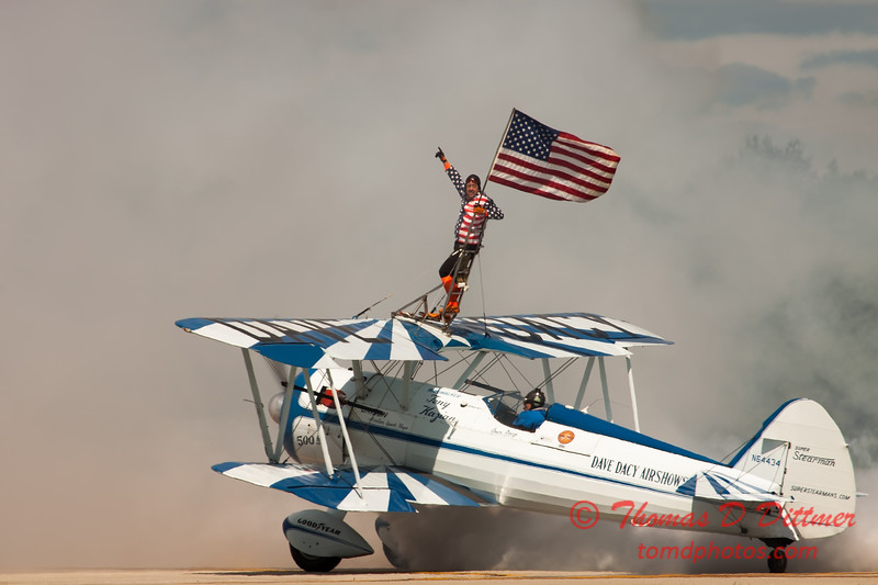 1078 - Wingwalker Tony Kazian and Dave Dacy perform at Wings over Waukegan 2012