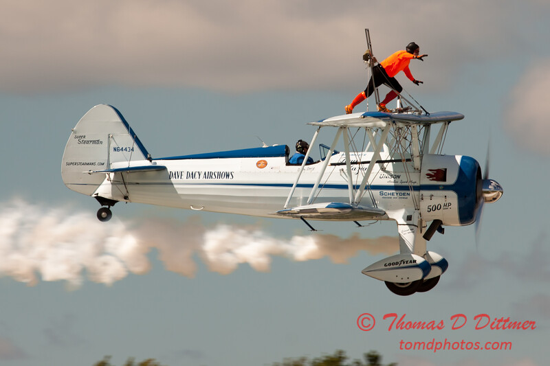1017 - Wingwalker Tony Kazian and Dave Dacy perform at Wings over Waukegan 2012