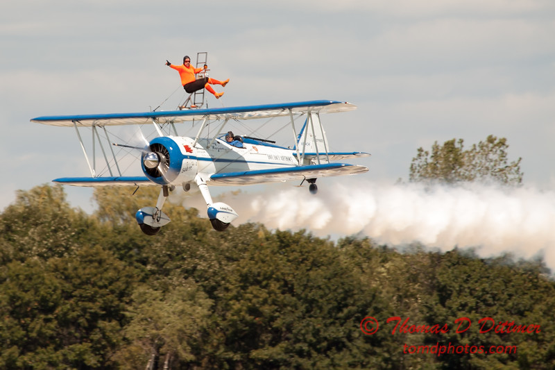 1023 - Wingwalker Tony Kazian and Dave Dacy perform at Wings over Waukegan 2012