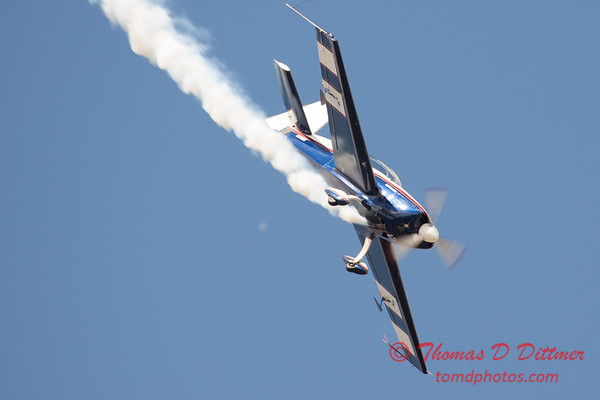647 - Michael Vaknin in his Extra 300 performs at Wings over Waukegan 2012