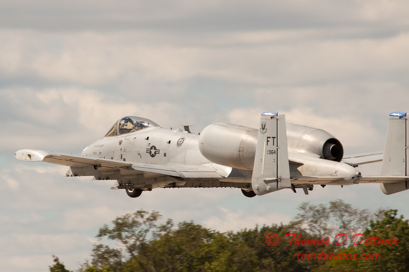 683 - A-10 East performs at Wings over Waukegan 2012