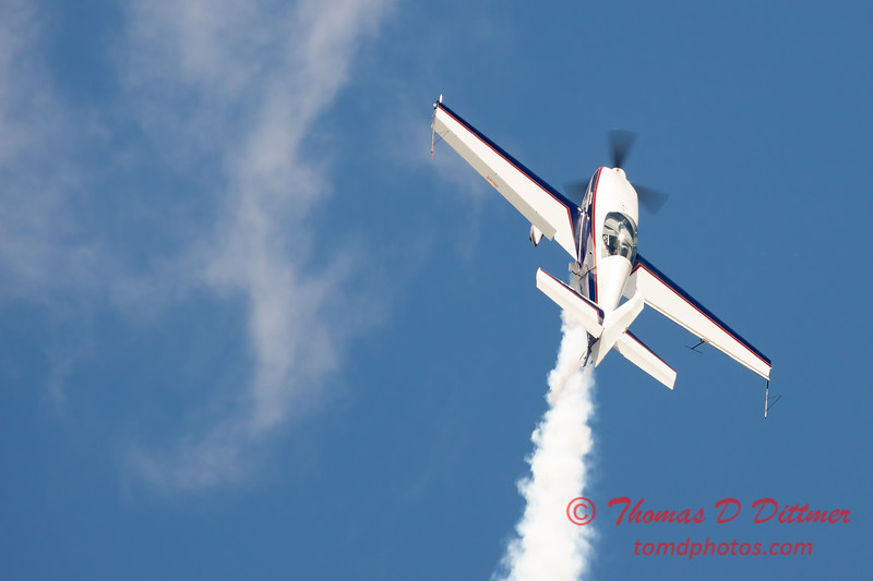 581 - Michael Vaknin in his Extra 300 perform at Wings over Waukegan 2012