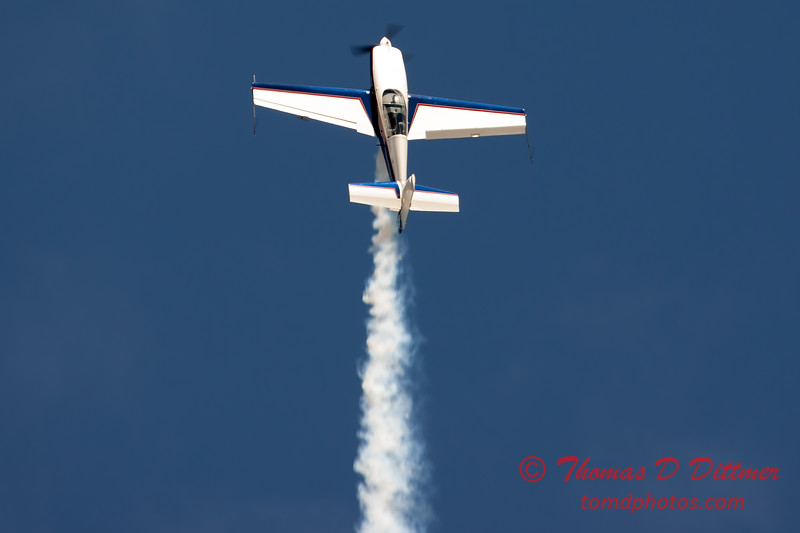 525 - Michael Vaknin in his Extra 300 perform at Wings over Waukegan 2012