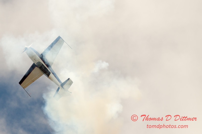 637 - Michael Vaknin in his Extra 300 performs at Wings over Waukegan 2012