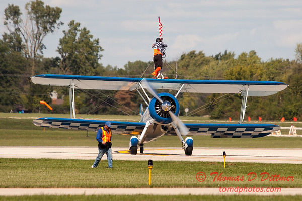 1061 - Wingwalker Tony Kazian and Dave Dacy perform at Wings over Waukegan 2012