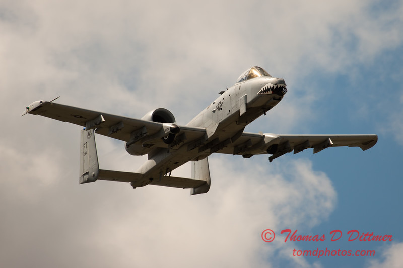 819 - A-10 East flies by Wings over Waukegan 2012