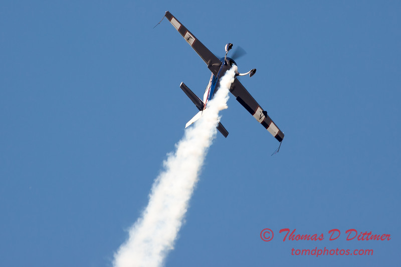606 - Michael Vaknin in his Extra 300 perform at Wings over Waukegan 2012