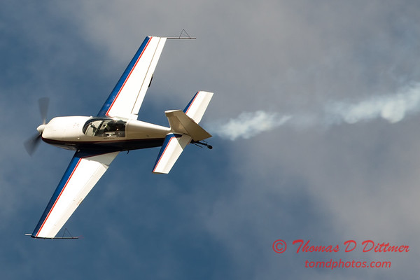 677 - Michael Vaknin in his Extra 300 performs at Wings over Waukegan 2012