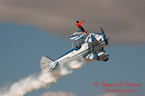 1001 - Wingwalker Tony Kazian and Dave Dacy perform at Wings over Waukegan 2012