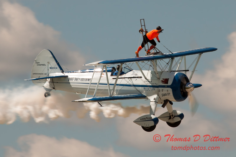 1014 - Wingwalker Tony Kazian and Dave Dacy perform at Wings over Waukegan 2012