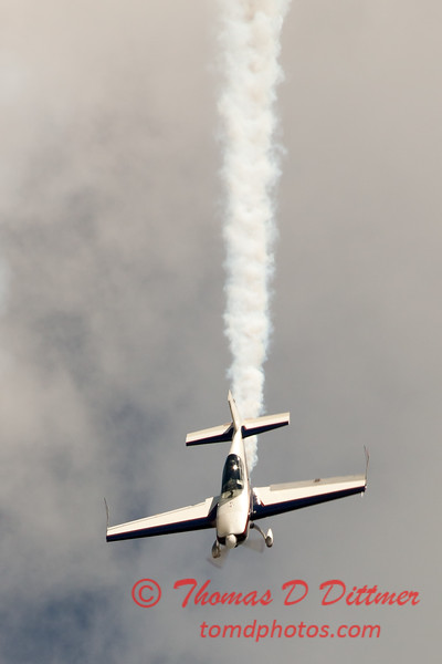 535 - Michael Vaknin in his Extra 300 perform at Wings over Waukegan 2012