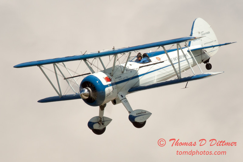 180 - Dave Dacy and his Boeing PT-17 Stearman perform at Wings over Waukegan 2012