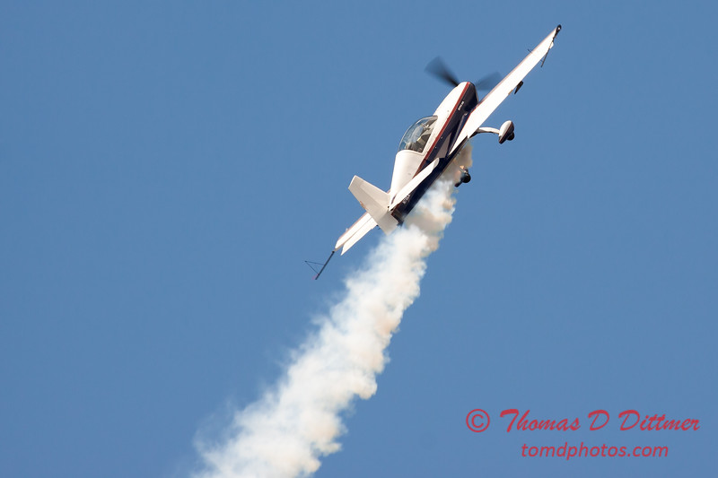 604 - Michael Vaknin in his Extra 300 perform at Wings over Waukegan 2012