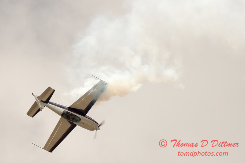 635 - Michael Vaknin in his Extra 300 performs at Wings over Waukegan 2012