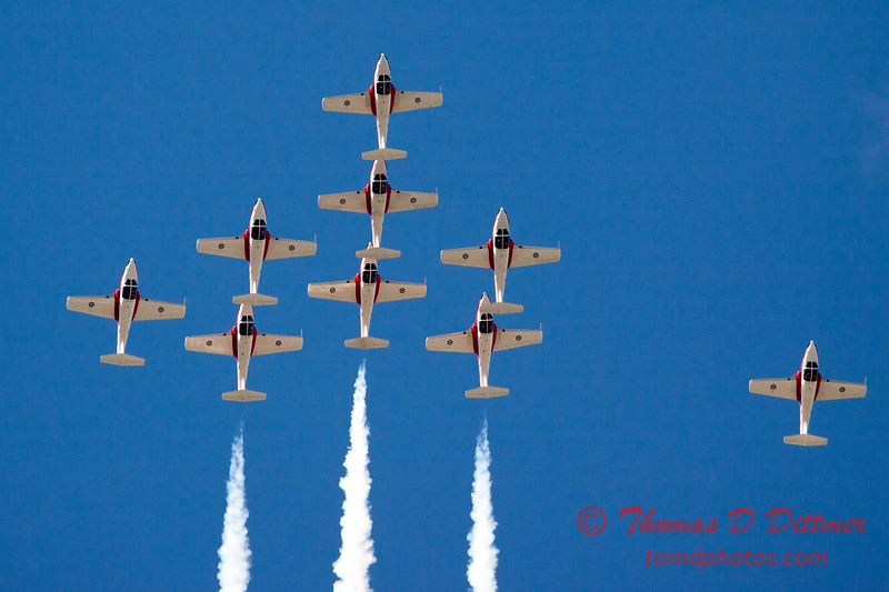 1418 - The RCAF Snowbirds performance at Wings over Waukegan 2012