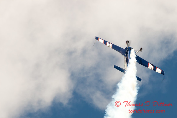 585 - Michael Vaknin in his Extra 300 perform at Wings over Waukegan 2012
