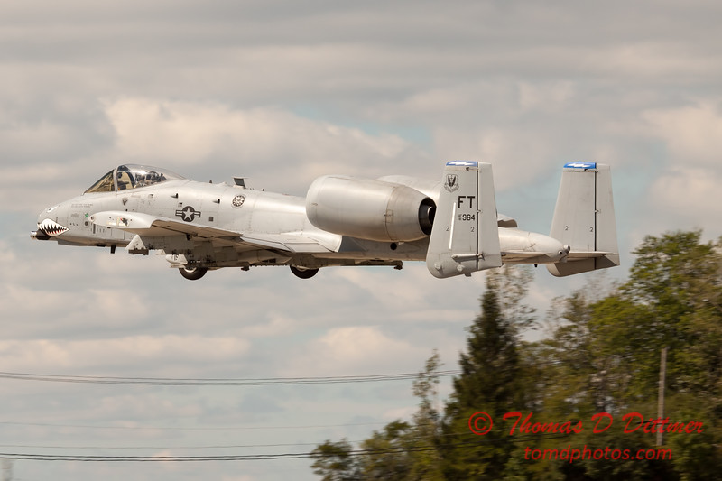 682 - A-10 East performs at Wings over Waukegan 2012