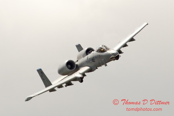 733 - A-10 East performs at Wings over Waukegan 2012
