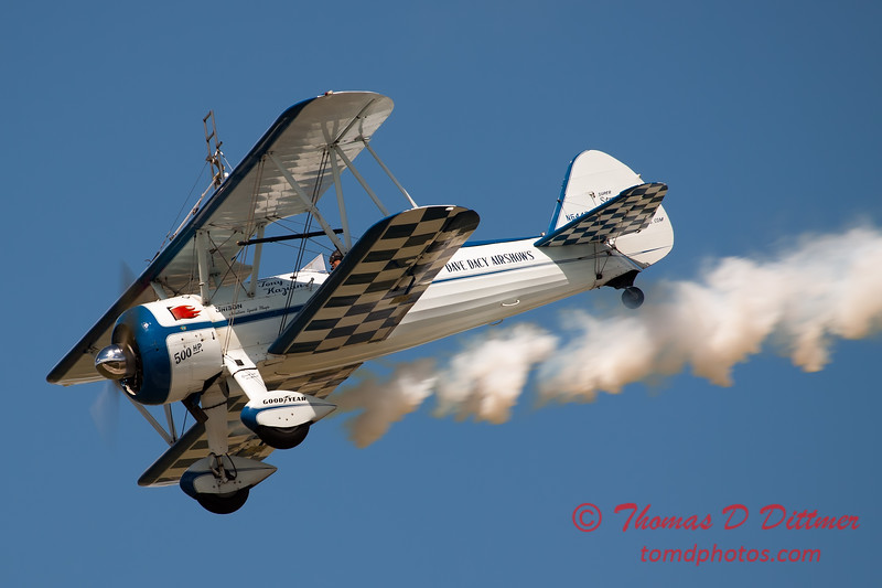 1047 - Wingwalker Tony Kazian and Dave Dacy perform at Wings over Waukegan 2012