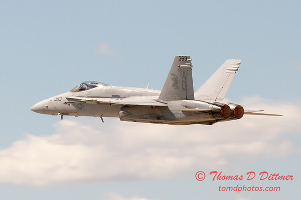 1109 - VFA 106 Hornet East F/A-18 performing at Wings over Waukegan 2012