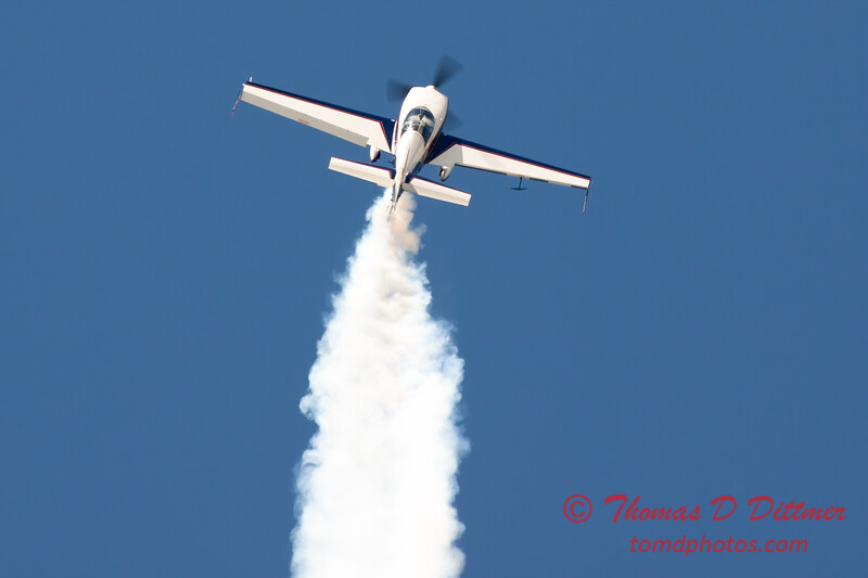 549 - Michael Vaknin in his Extra 300 perform at Wings over Waukegan 2012