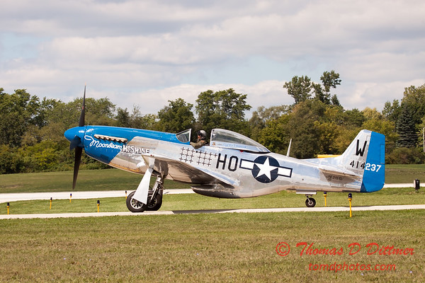 618 - Vlado Lenoch in his P-51 Mustang taxies for departure at Wings over Waukegan 2012