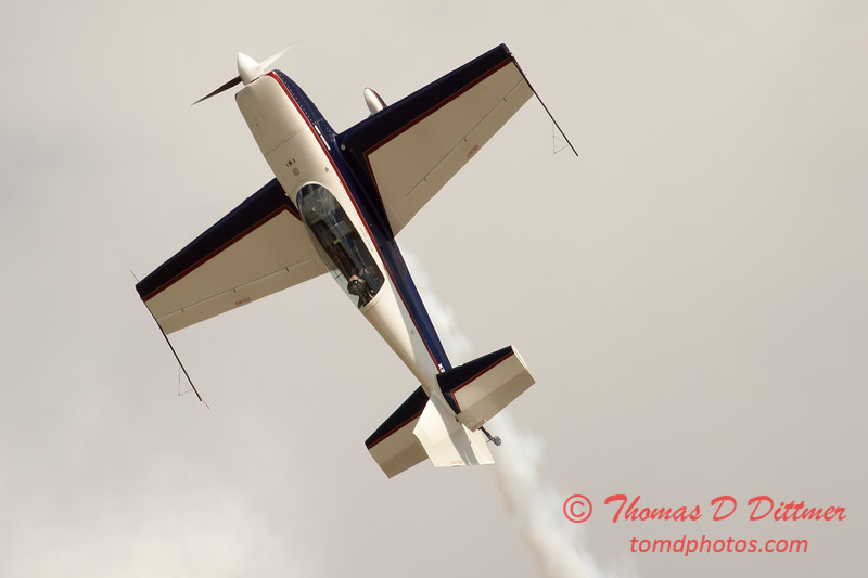 496 - Michael Vaknin in his Extra 300 perform at Wings over Waukegan 2012