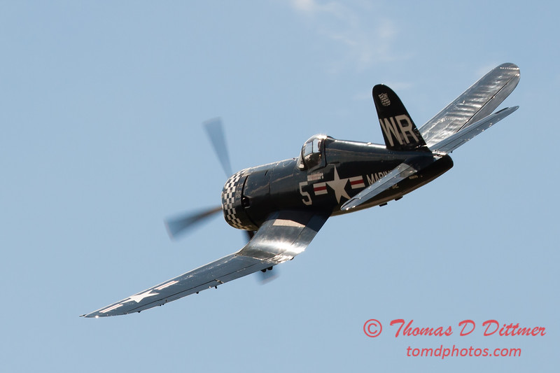 1129 - F4U Corsair performing at Wings over Waukegan 2012