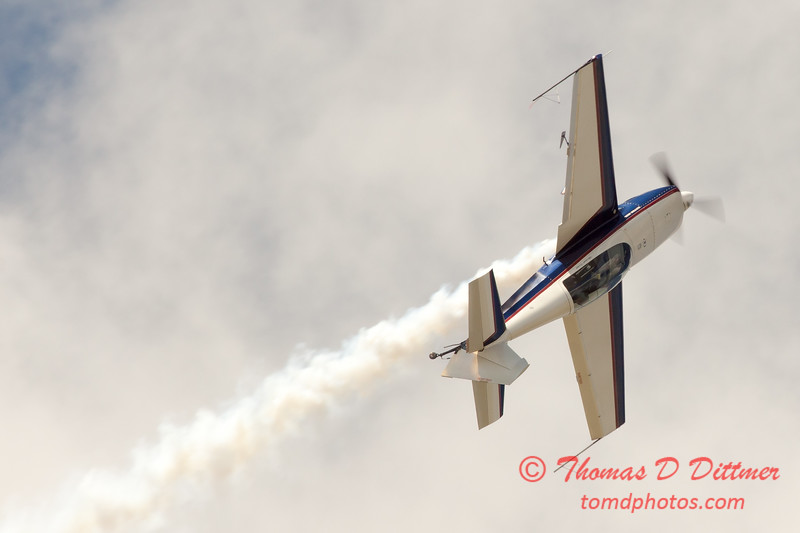 595 - Michael Vaknin in his Extra 300 perform at Wings over Waukegan 2012
