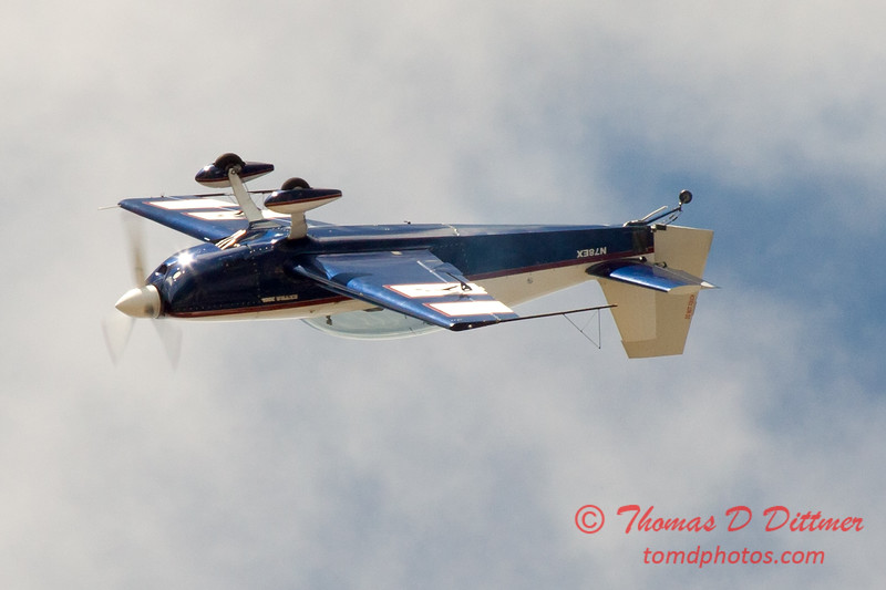 640 - Michael Vaknin in his Extra 300 performs at Wings over Waukegan 2012