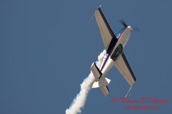 594 - Michael Vaknin in his Extra 300 perform at Wings over Waukegan 2012