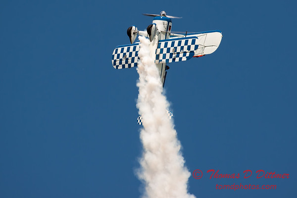 1006 - Wingwalker Tony Kazian and Dave Dacy perform at Wings over Waukegan 2012