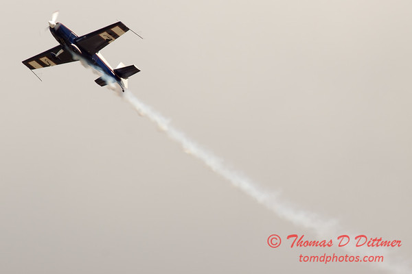 521 - Michael Vaknin in his Extra 300 perform at Wings over Waukegan 2012