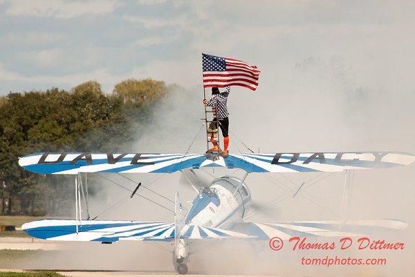 1087 - Wingwalker Tony Kazian and Dave Dacy perform at Wings over Waukegan 2012