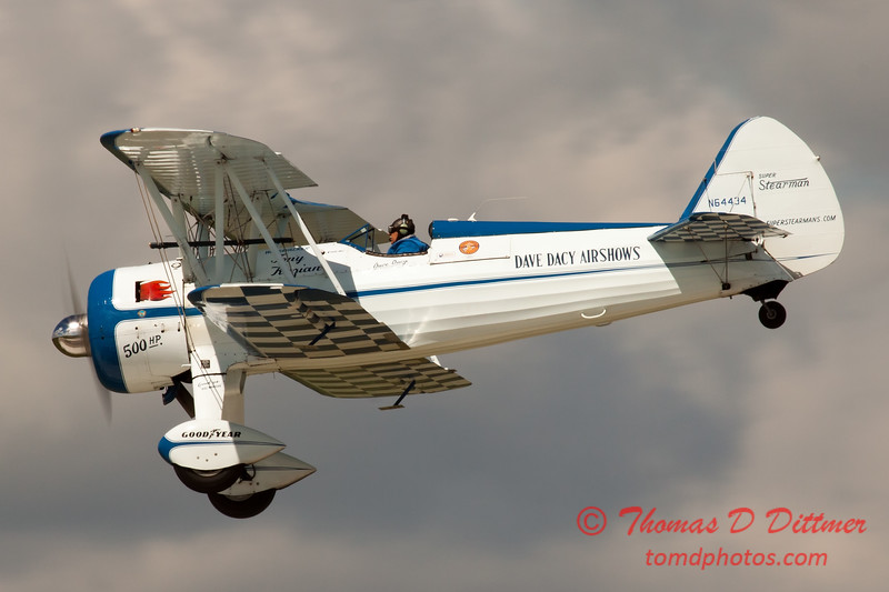 184 - Dave Dacy and his Boeing PT-17 Stearman perform at Wings over Waukegan 2012