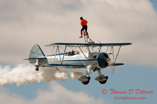 1028 - Wingwalker Tony Kazian and Dave Dacy perform at Wings over Waukegan 2012
