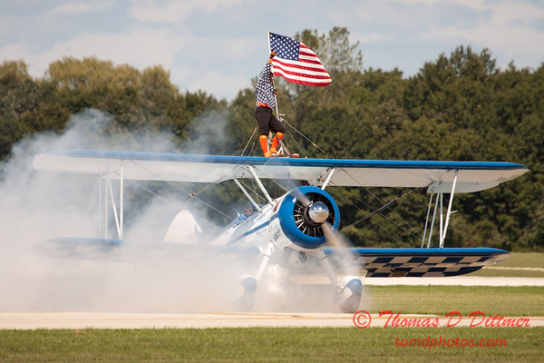 1069 - Wingwalker Tony Kazian and Dave Dacy perform at Wings over Waukegan 2012