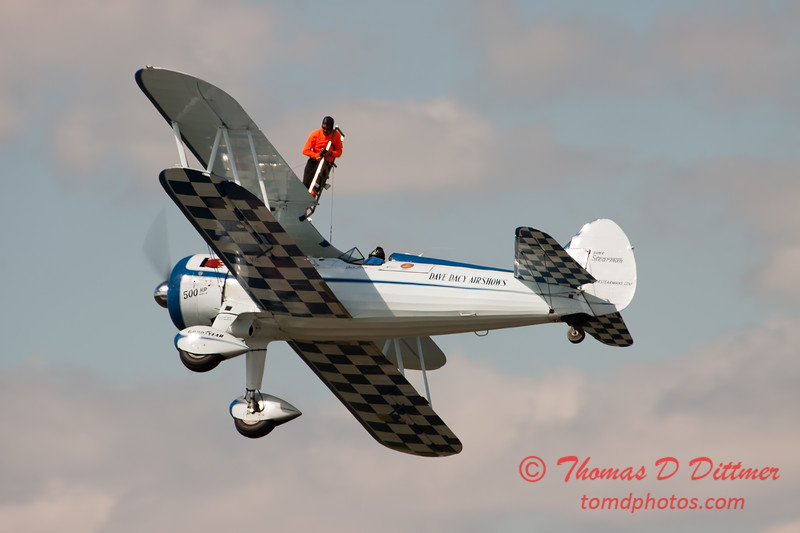 1034 - Wingwalker Tony Kazian and Dave Dacy perform at Wings over Waukegan 2012
