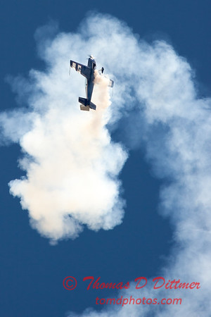 529 - Michael Vaknin in his Extra 300 perform at Wings over Waukegan 2012