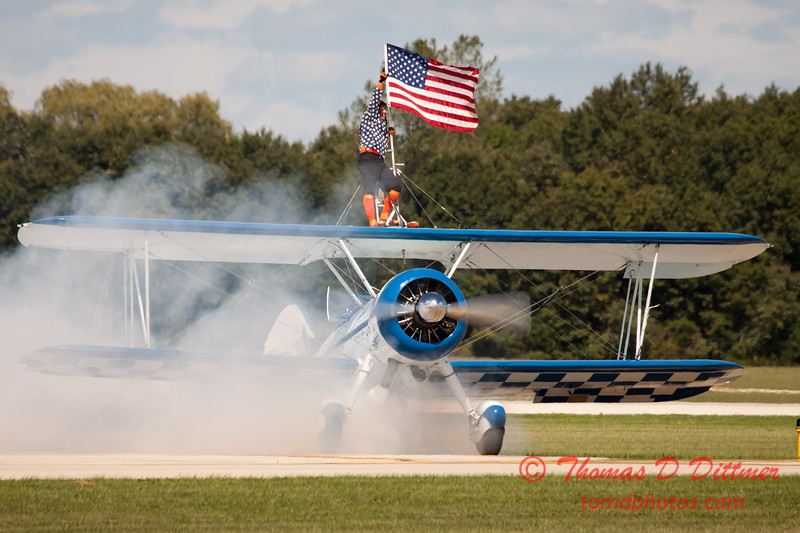 1070 - Wingwalker Tony Kazian and Dave Dacy perform at Wings over Waukegan 2012