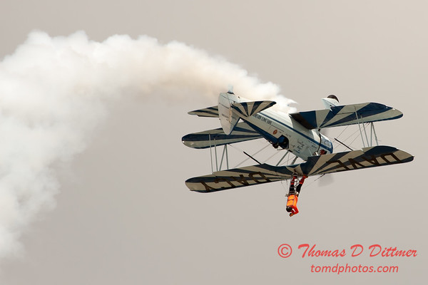985 - Wingwalker Tony Kazian and Dave Dacy perform at Wings over Waukegan 2012