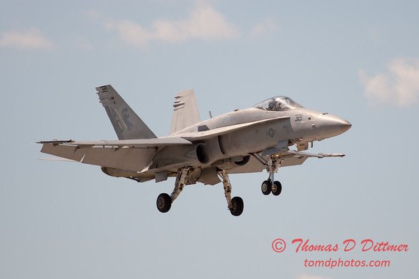 1260 - VFA 106 Hornet East F/A-18 performing at Wings over Waukegan 2012