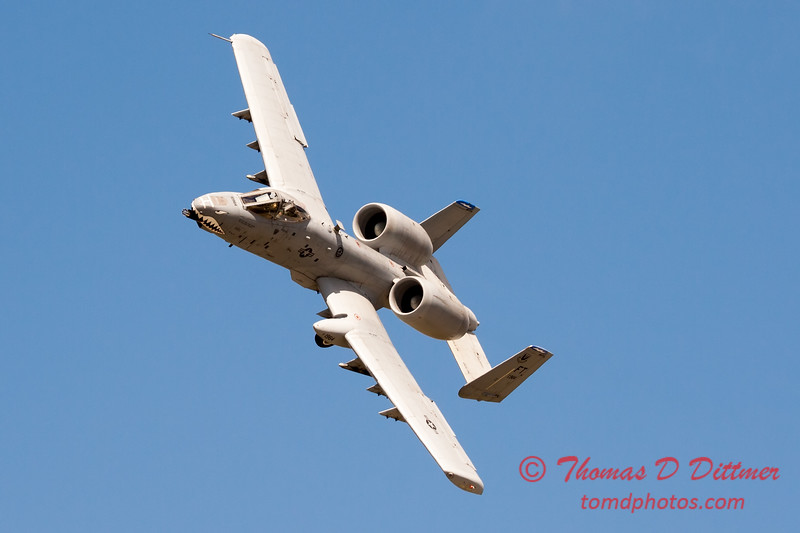 697 - A-10 East performs at Wings over Waukegan 2012
