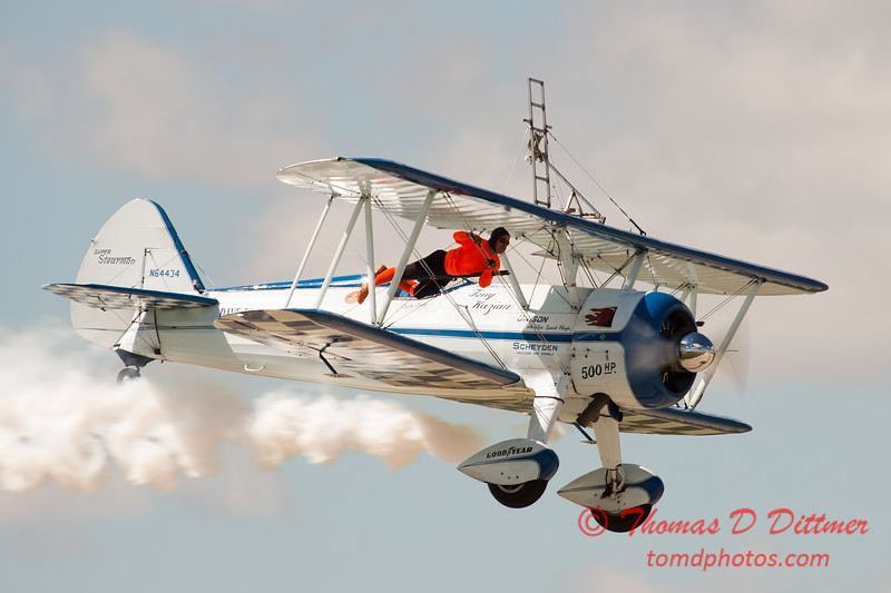 1054 - Wingwalker Tony Kazian and Dave Dacy perform at Wings over Waukegan 2012