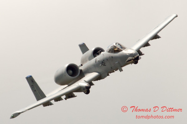 735 - A-10 East performs at Wings over Waukegan 2012
