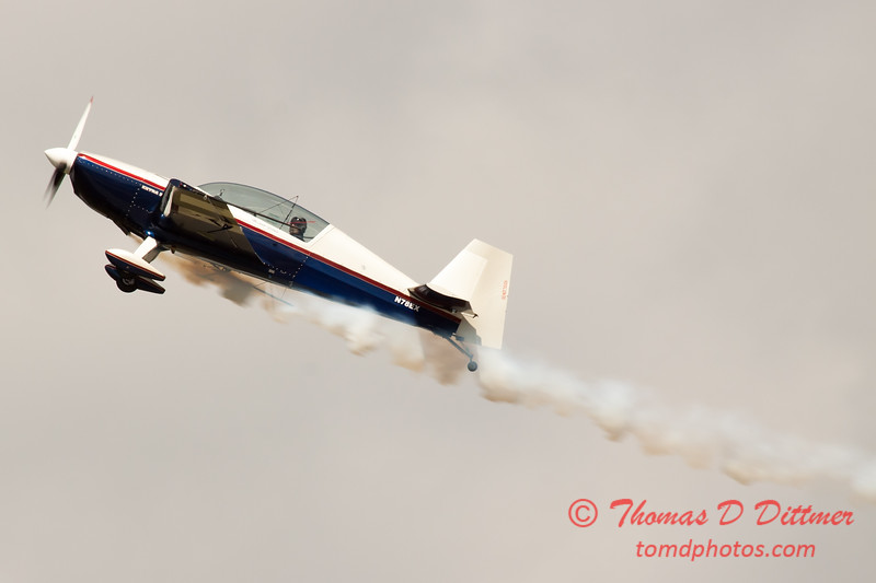 570 - Michael Vaknin in his Extra 300 perform at Wings over Waukegan 2012